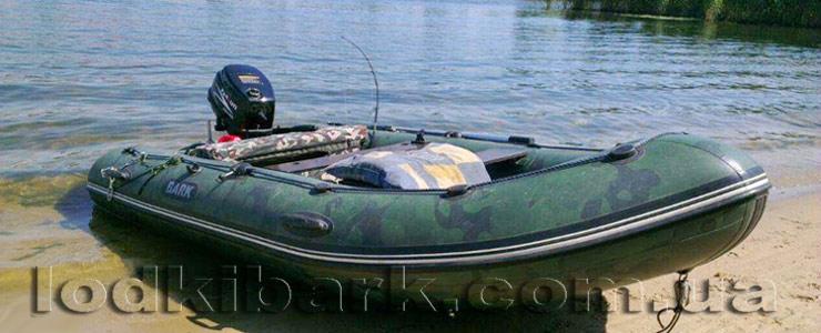 фото лодки БАРК BN-330S у берега