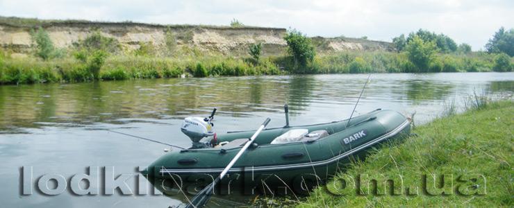 фото лодки БАРК BT-310 с мотором Хонда у берега реки